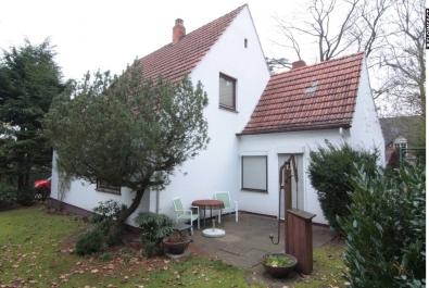 Lage, Lage, Lage : Großzügiges Einfamilienhaus an der Hünenburg im Dornröschenschlaf