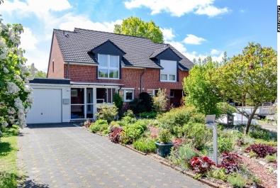 Kaufen, Einziehen, Wohlfühlen - Top gepflegte Doppelhaushälfte mit Garage und naturnahem Garten