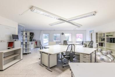 Hochwertig ausgestattete Bürofläche in Hemelingen mit separatem Eingang, auf Wunsch auch möbliert!