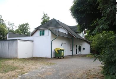 Modernes Bürogebäude mit Lager in Grasberg