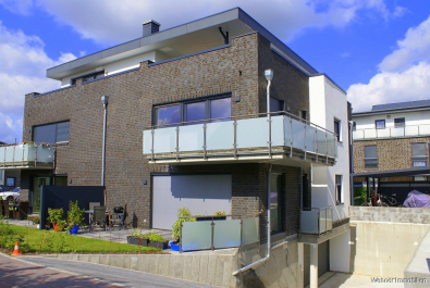 Modernes Mehrfamilienhaus mit Tiefgarage