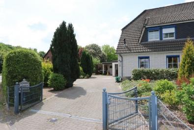 Gemütliche Haushälfte in Uesen. Mit Garage, Carport und Wintergarten!