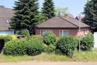 Bungalow in ruhiger Nebenstraße! Mit Einbauküche, Kaminofen, Gäste-WC...