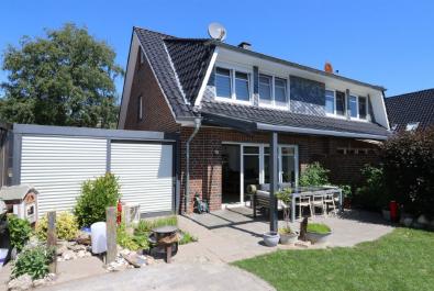 Hochwertige Doppelhaushälfte in Südlage! Mit Einbauküche, Carport und überdachter Terrasse.