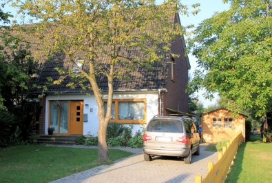 Ruhige und zentrale Kapitalanlage! Heizung und Fenster sind neu! Mit Vollkeller und Gartenhaus.