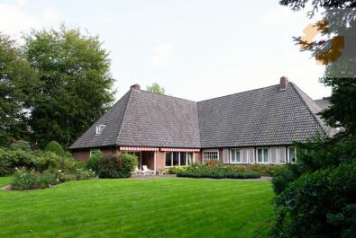 Residenzvilla in Oberneuland Herrliches Architektenhaus mit Parkgrundstück